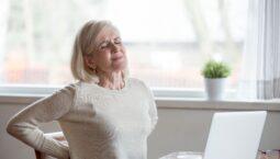 A reposição hormonal ou uso de medicamentos, pode ajudar na prevenção das doenças.